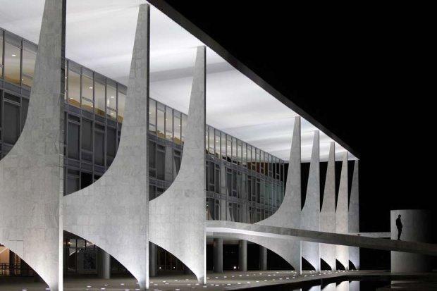 1 Palais présidentiel à Brasilia-oscar-niemeyer_on charliestinenet